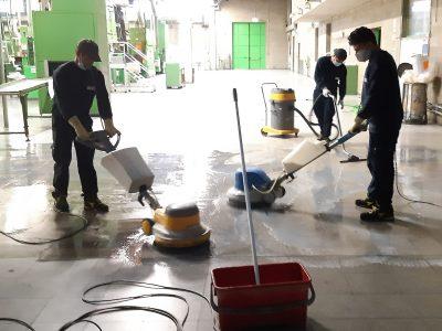 lavaggio pavimenti a fondo.